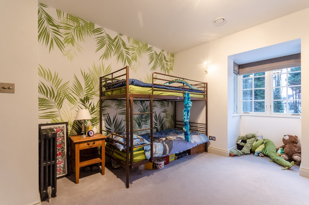 A children's jungle themed bedroom