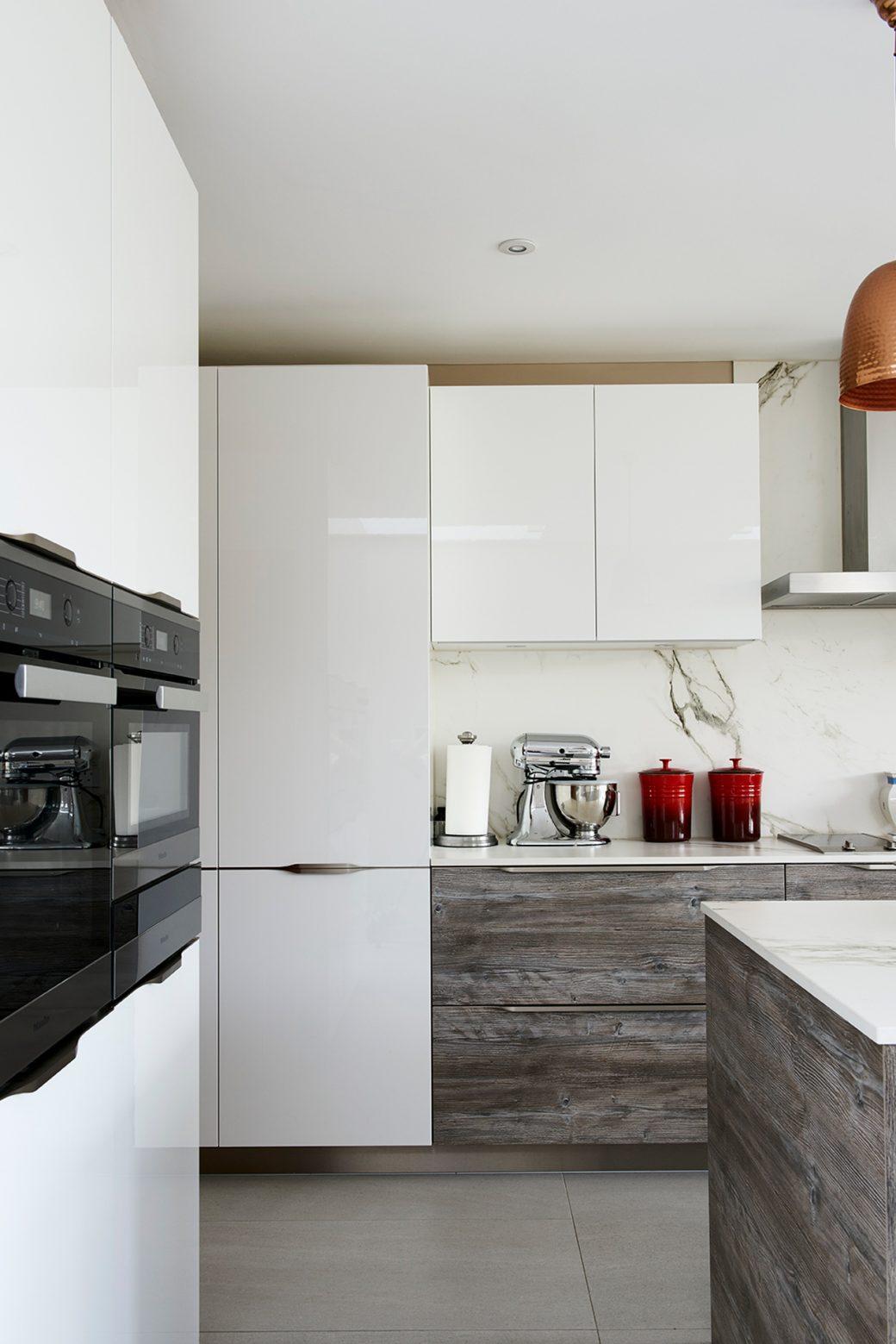 Wood effect & white gloss laminate kitchen cabinet doors