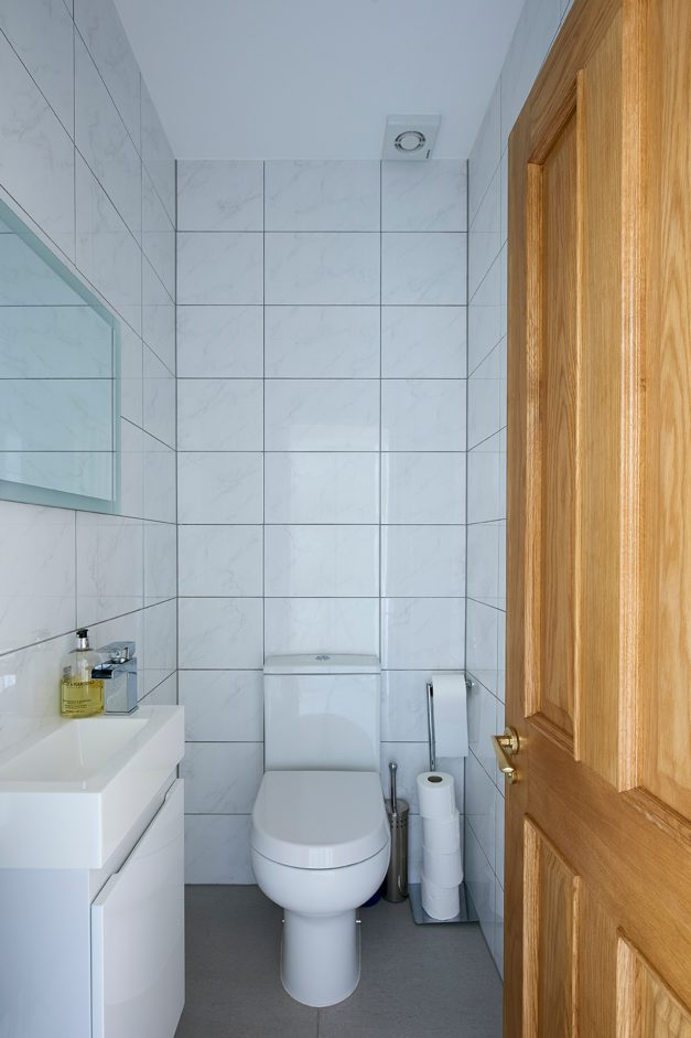 Bathroom with white marble tiles and white fixtures