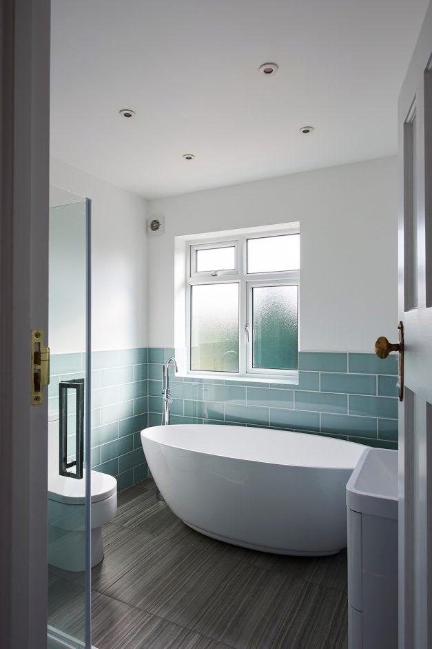 Free standing bath in main bathroom